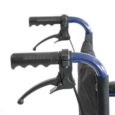 Το αναπηρικό αμαξίδιο Vita 09-2-036 (VT202) διαθέτει φρένα συνοδού