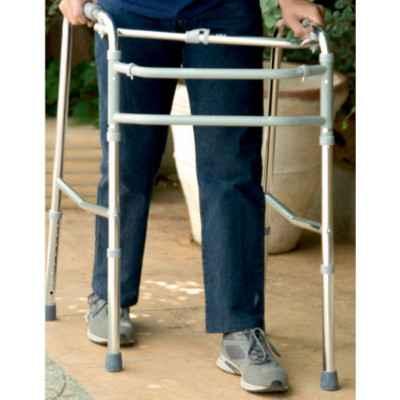 Με το σύστημα εναλλασσόμενης βάδισης βήμα βήμα ο ασθενής δεν χρειάζεται να σηκώνει ολόκληρο τον περιπατητήρα καθώς βαδίζει