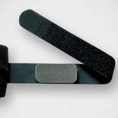 Το ειδικά σχεδιασμένο μαξιλαράκι παρέχει συμπίεση ακριβείας μειώνοντας τους κραδασμούς στους τένοντες στην περιοχή του αγκώνα