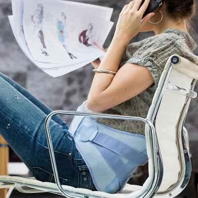 Η ζώνη εγκυμοσύνης Thuasne LombaMum® έχει χαμηλό προφίλ μπροστά και δεν εμποδίζει στις καθημερινές δραστηριότητες