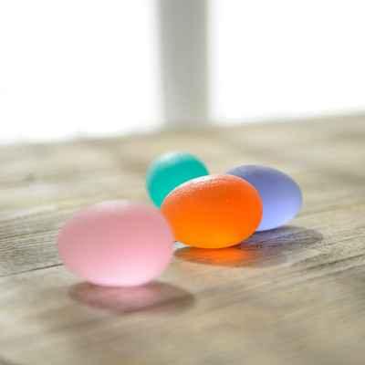 Τα αυγά εξάσκησης χειρός Sissel Press Egg διατίθενται σε 4 χρώματα με διαφορετική αντίσταση